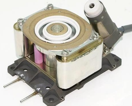 Инженерная модель гибридного плазменного двигателя ПлаС-40